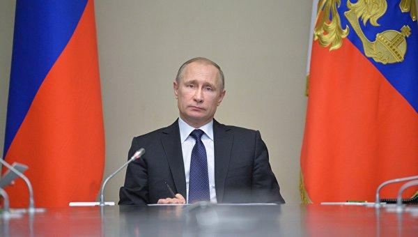 Президенту РФ В. Путину. Архивное фото