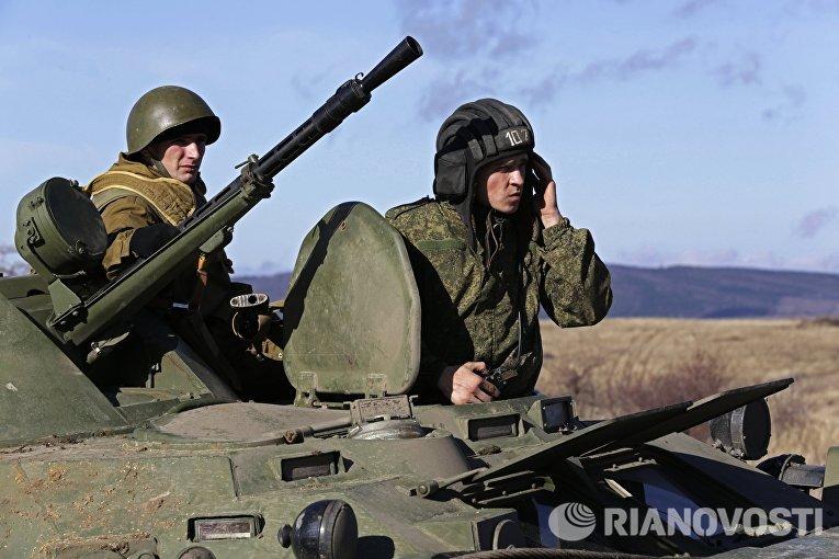 Участники военно-патриотического мероприятия в Крыму, приуроченного к 27-й годовщине вывода советских войск из Афганистана