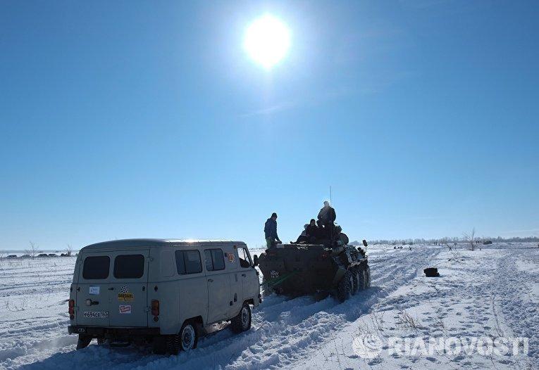Буксировка автомобиля участника ежегодного автомобильного спортивно-туристического внедорожного мероприятия Снежный беспредел