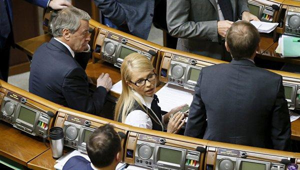 Бывший украинский премьер Юлия Тимошенко на заседании Верховной Рады Украины в Киеве 16 февраля 2016 года