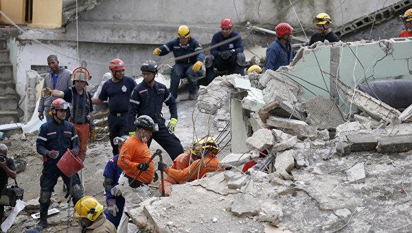 Спасательные работы на месте взрывов на газораспределительной станции в Санто-Доминго, Доминиканская Республика