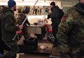 """Радикалы в Киеве громили """"Альфа-банк"""" и закидывали камнями здание Сбербанка"""