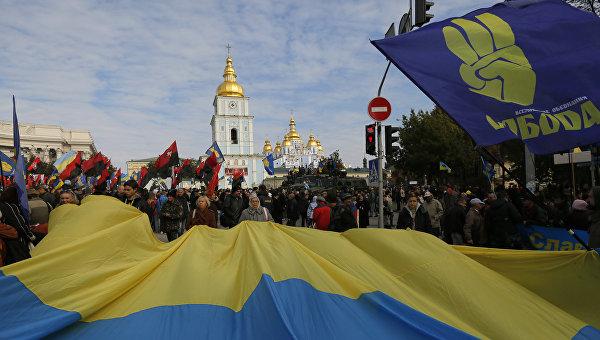 Активисты партии Свобода и Правого сектора во время демонстрации в Киеве, Украина. Архивное фото