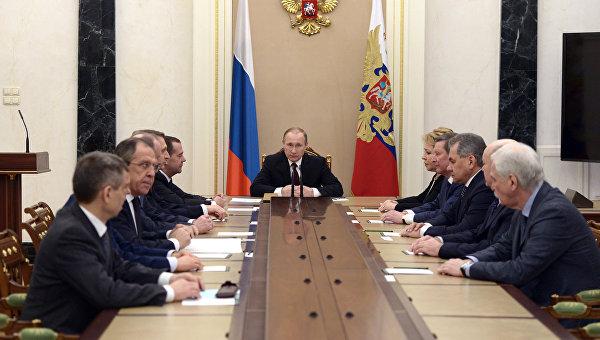 Президент России Владимир Путин проводит совещание с постоянными членами Совета безопасности. Архивное фото