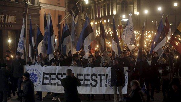 Факельное шествие в центре Таллина в честь 98-й годовщины независимости Эстонии. 24 февраля 2016