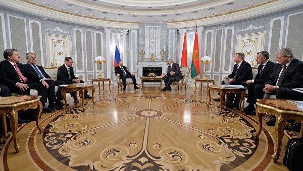 Президент России Владимир Путин и президент Белоруссии Александр Лукашенко во время встречи