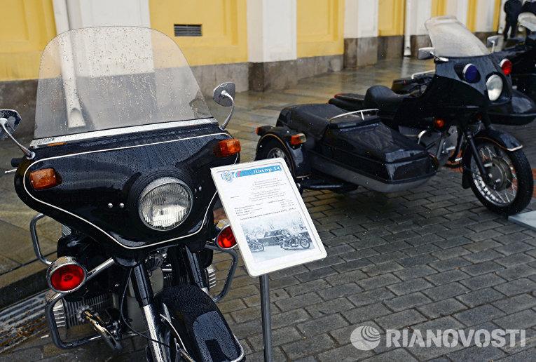 Эскортный мотоцикл Днепр 14 (выпускался с 1972 по 1978 гг.), представленный в рамках технической выставки Олдтаймер-галерея
