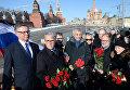 Послы стран-членов Евросоюза, возложили цветы на место убийства Б.Немцова