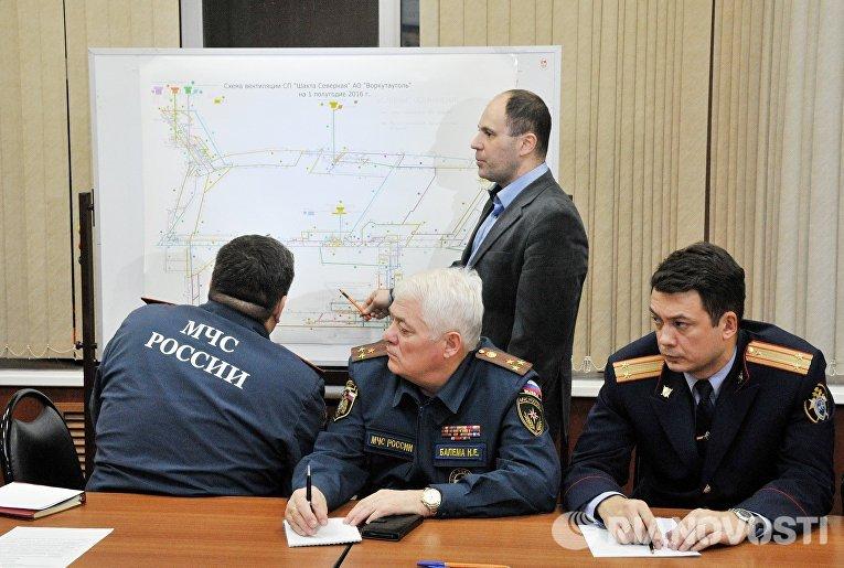 Участники выездного заседания рабочей группы Правительственной комиссии по предупреждению и ликвидации ЧС в Воркуте