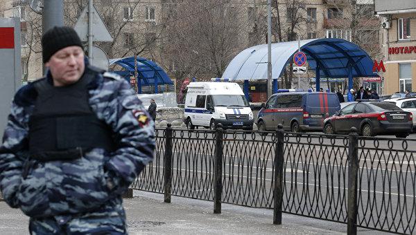 Полиция у метро Октябрьское поле. 29 февраля 2016