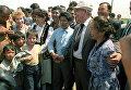 Президент СССР Михаил Сергеевич Горбачев с Раисой Максимовной Горбачевой на полевом стане в Казахстане