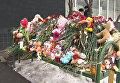 """Цветы, свечи и игрушки у """"Октябрьского поля"""" и возле дома убитой девочки"""