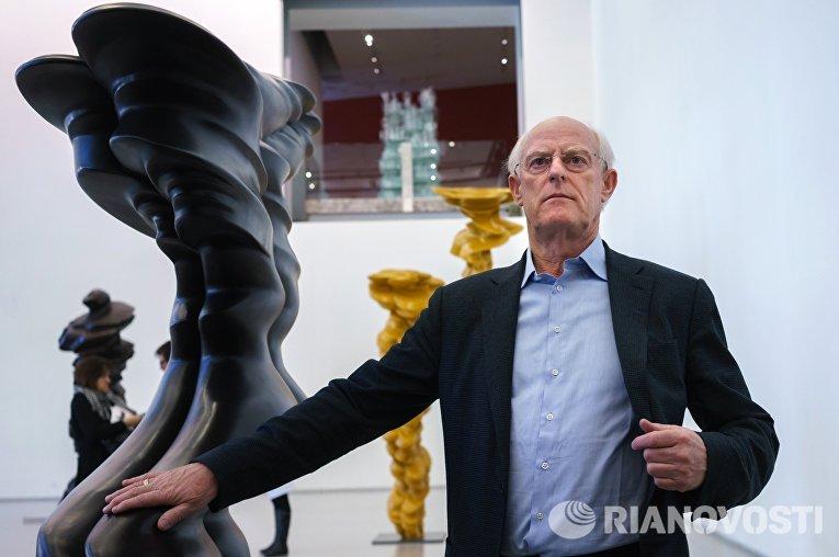 Британский скульптор Тони Крэгг на пресс-показе выставки Тони Крэгг. Скульптура и рисунки в Главном Штабе Государственного Эрмитаж