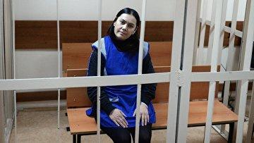 Няня Гюльчехра Бобокулова, обвиняемая в убийстве 4-летней девочки Насти Максимовой. Март 2016