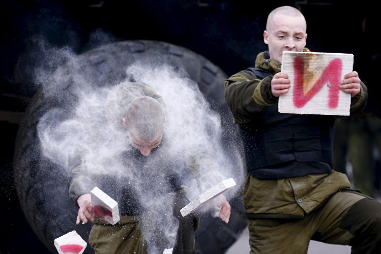 Спецназовцы МВД Белоруссии на праздновании масленицы в Минске