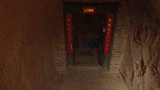 Подземная деревня в Китае, обитаемая с древних времен. Съемка с дрона