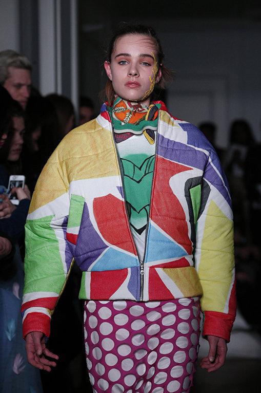 Показ коллекции Liselore Frowijn во время недели моды прет-а-порте в Париже. Март 2016