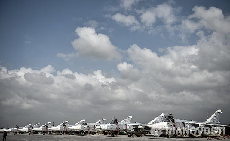 Российские фронтовые бомбардировщики Су-24 на авиабазе Хмеймим