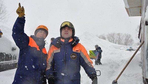 Превентивные мероприятия по принудительному спуску снежных масс на Камчатке