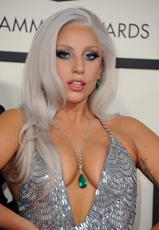 Певица Леди Гага на церемонии вручения премии Grammy в Лос-Анджелесе, 2015 год