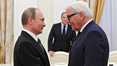 Президент России Владимир Путин и министр иностранных дел Германии Франк-Вальтер Штайнмайер. Архивное фото