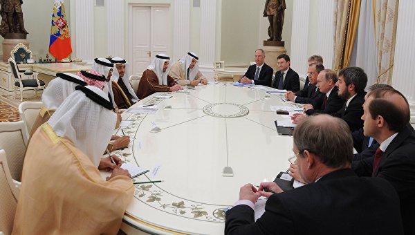 Президент России Владимир Путин и наследный принц Абу-Даби Мухаммед Бен Заид Аль Нахайян во время встречи в Кремле. 24 марта 2016