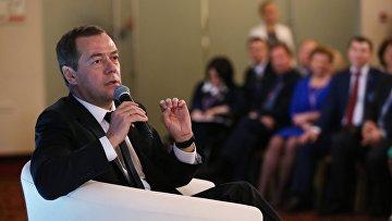 Премьер-министр РФ Д. Медведев выступил на предвыборном форуме ЕР Кандидат