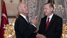 Вице-президент США Джо Байден и президент Турции Тайип Эрдоган. Архивное фото