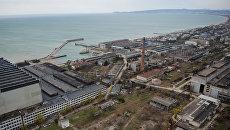Вид на судостроительный завод Море в Феодосии. Архивное фото