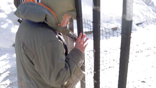 Даня, 12 лет. Мечтает узнать о том, что происходит за забором детдома
