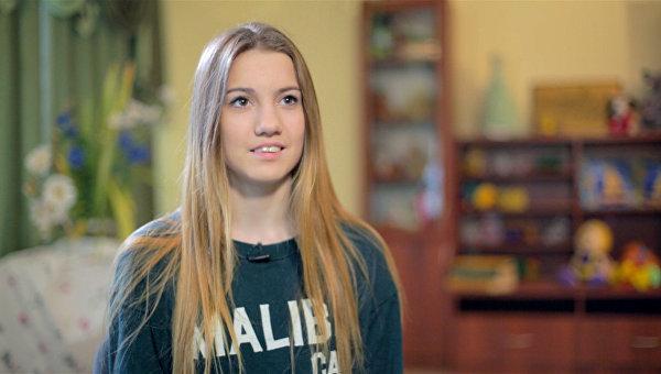 Вика, 15 лет. Ждет волонтеров, которые могли бы водить ее на концерты и выставки