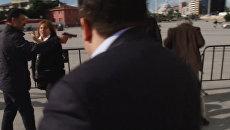 Неизвестный выстрелил в главного редактора Cumhuriyet у здания суда в Стамбуле