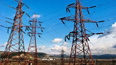 Высоковольтные электролинии вдоль трассы Симферополь-Севастополь в окрестностях Инкермана. Архивное фото