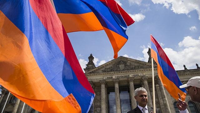 Флаги Армении. Архивное фото