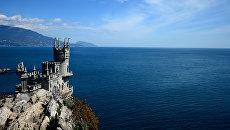 Памятник архитектуры Ласточкино гнездо в Крыму. Архивное фото