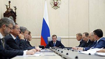 Премьер-министр РФ Д. Медведев провел совещание о мерах по оказанию социальной поддержки отдельным категориям граждан. 9 июня 2016