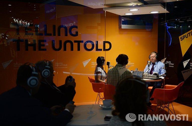 Сергей Степашин в студии радио Sputnik на XIX Петербургском международном экономическом форуме