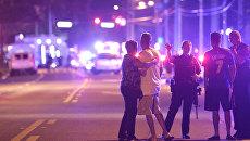На месте стрельбы у ночного клуба в Орландо. Архивное фото