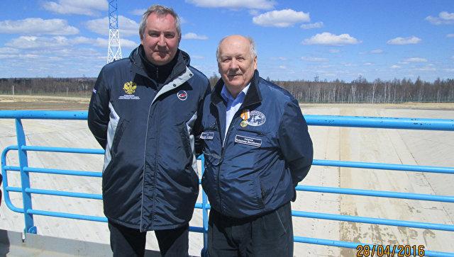 Астроном Владимир Липунов и вице-премьер Дмитрий Рогозин во время запуска Ломоносова