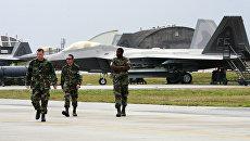 Американские военные на авиабазе в Японии