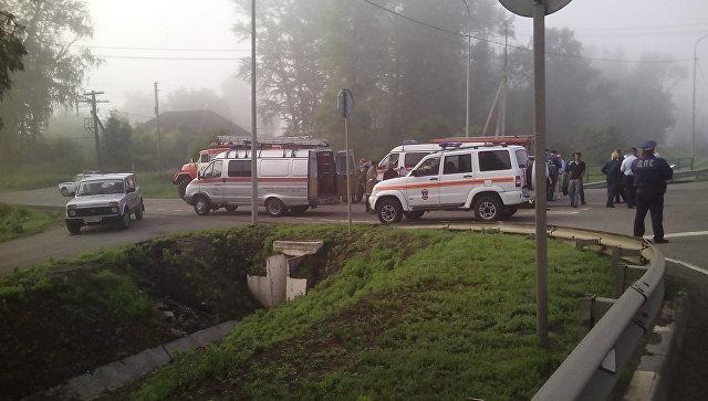 Микроавтобус врезался в вседорожный автомобиль под Красноярском: девять раненых