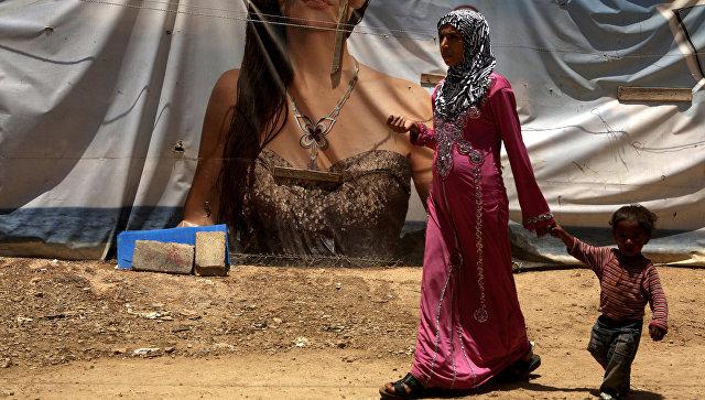 Беженцы из Алеппо в сирийском лагере в долине Бекаа, Ливан