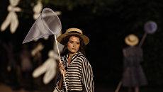 Модели представляют коллекцию Леонида Алексеева во время театрализованного шоу-дефиле Царское село. Русский стиль