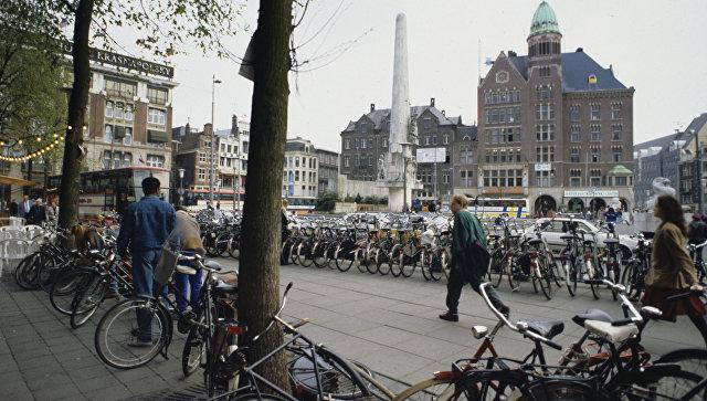 Площадь Дам в Амстердаме, архивное фото