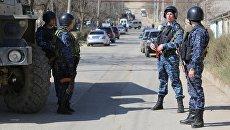 Сотрудники полиции на месте проведения контртеррористической операции. Архивное фото