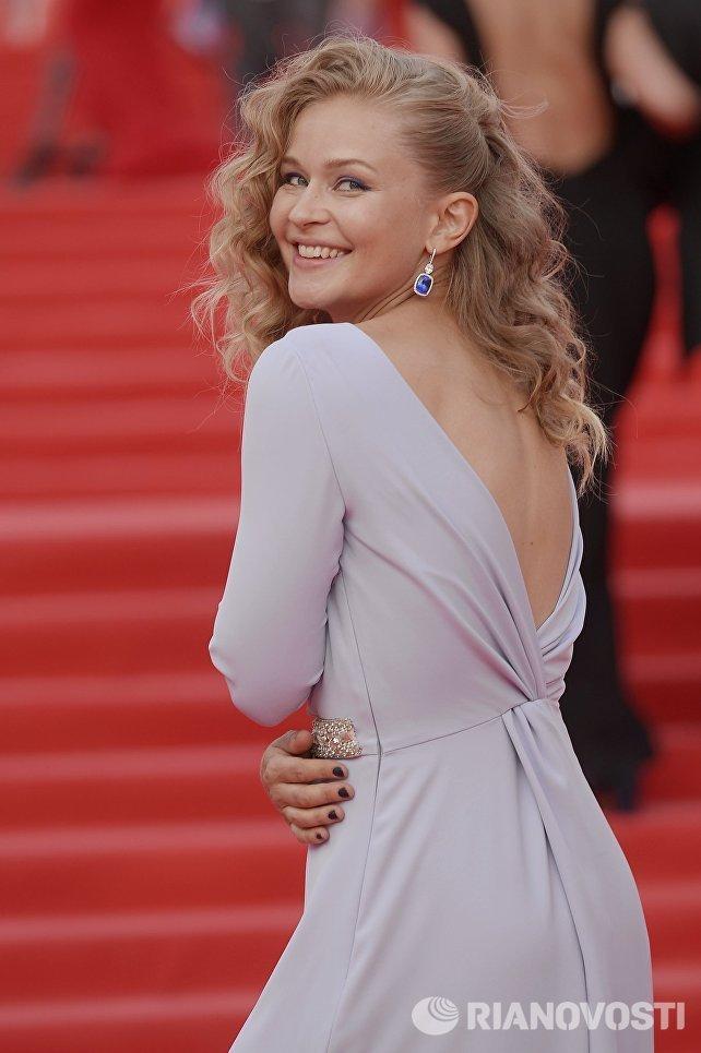 Актриса Юлия Пересильд перед началом церемонии закрытия 38-го Московского международного кинофестиваля
