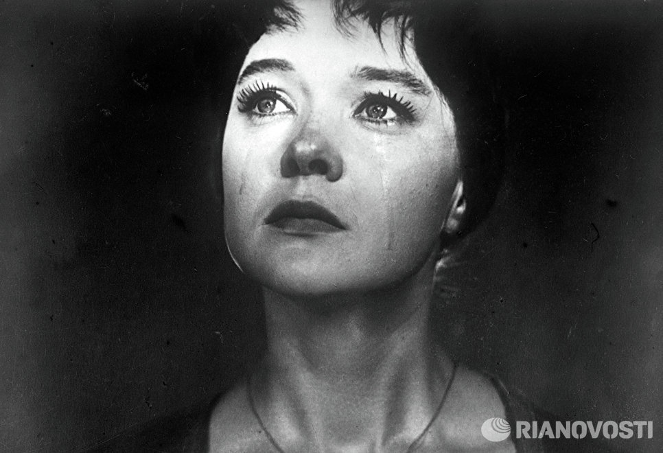 Кадр из фильма Роман и Франческа. Франческа - актриса Людмила Гурченко