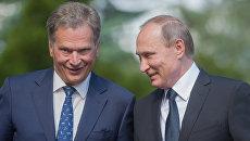 Президент РФ Владимир Путин и президент Финляндской Республики Саули Ниинистё во время встречи в Наантали. Архивное фото