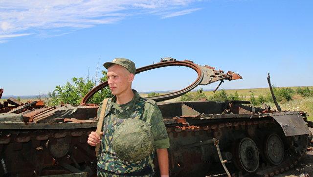 Украина перебросила вДонбасс «Грады», танки иартиллерию