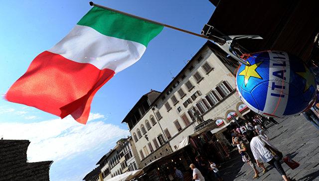 Итальянский флаг на улице во Флоренции